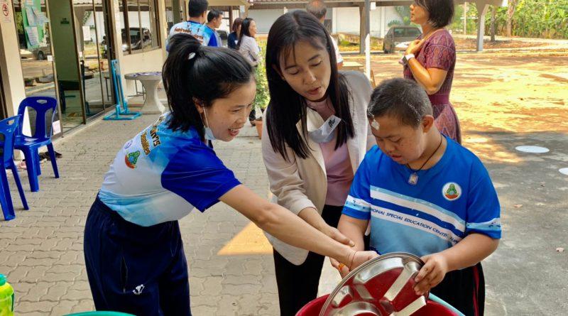 นิเทศ กำกับติดตามการดำเนินงาน และให้กำลังใจ คณะครูหน่วยบริการด่านช้าง