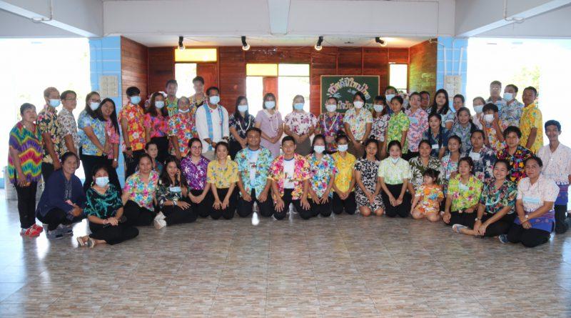 กิจกรรมสรงน้ำพระรดน้ำดำหัวผู้ใหญ่ในเทศกาลสงกรานต์วันปีใหม่ไทย
